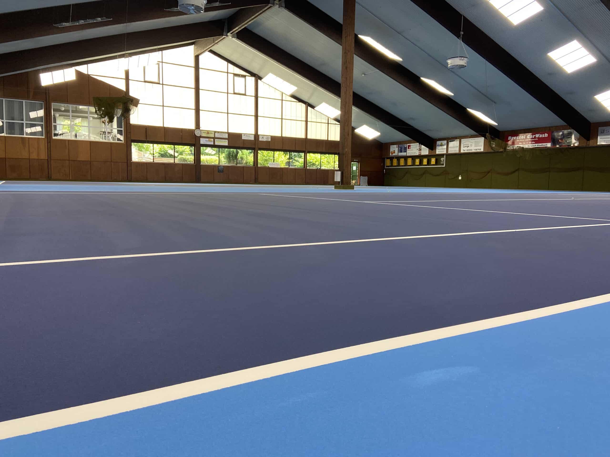 Tennishalle Bergisch Gladbach Blau-Weiß Hand